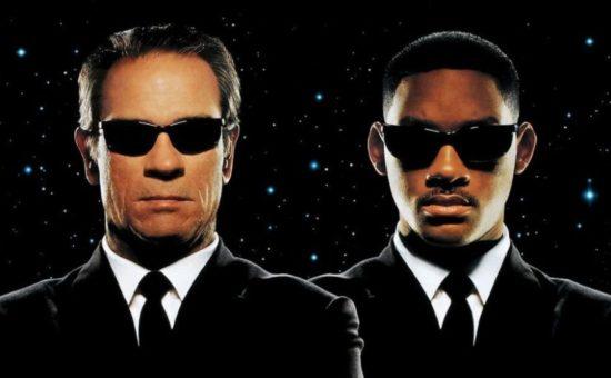 Le look des premiers Men in Black n'a pas vieilli, et pour cause, ils portent un costume noir
